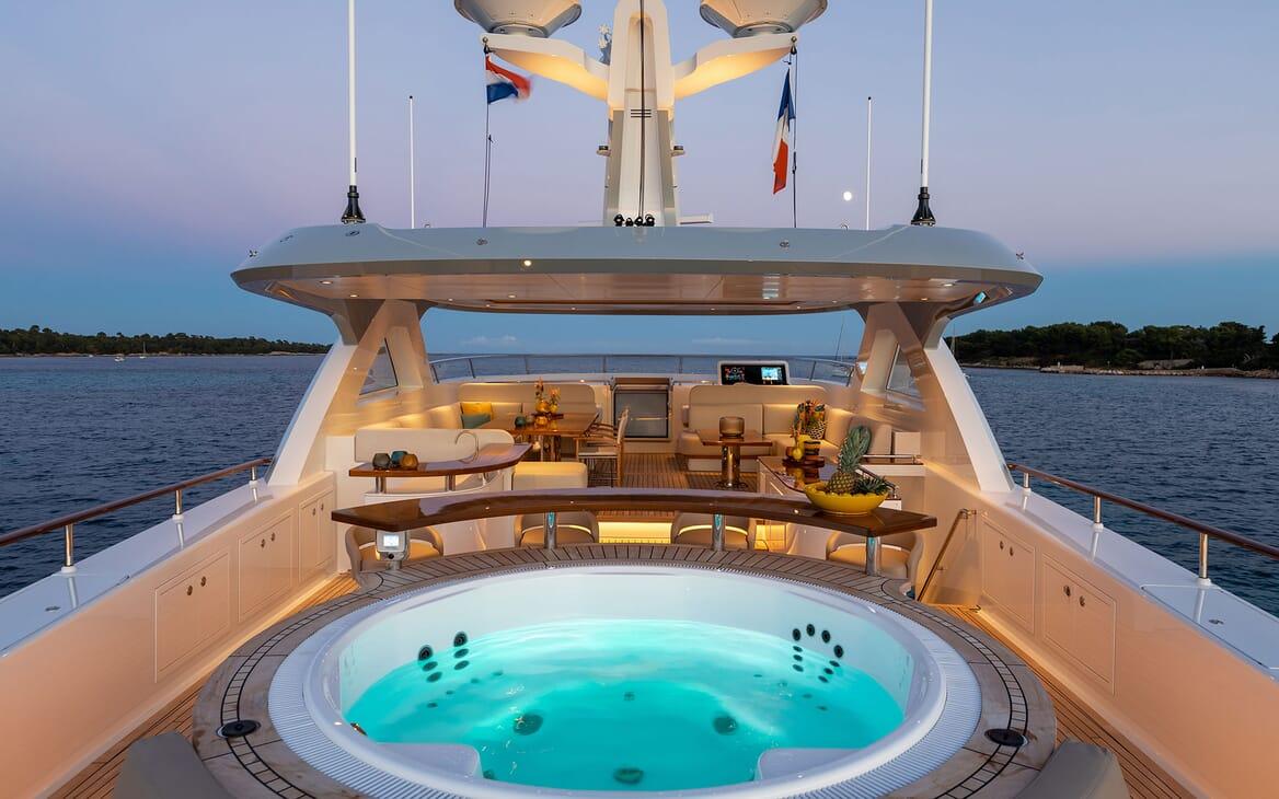 Motor Yacht MANA Sun Deck Jacuzzi