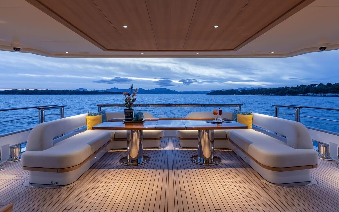 Motor Yacht MANA Main Aft Deck Seating