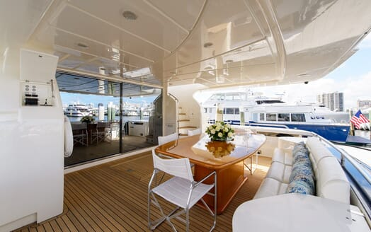 Motor Yacht Dee Dee Lee outdoor dining area
