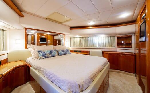 Motor Yacht Dee Dee Lee master cabin