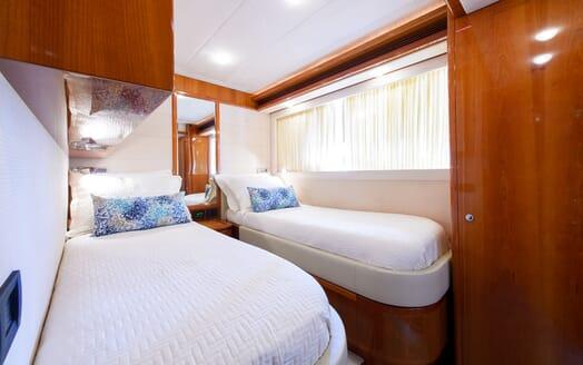 Motor Yacht Dee Dee Lee guest cabin