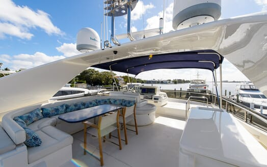 Motor Yacht Dee Dee Lee outdoor seating area