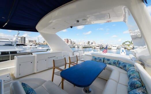 Motor Yacht Dee Dee Lee flydeck