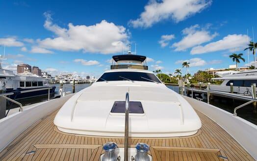 Motor Yacht Dee Dee Lee foredeck