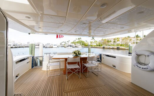 Motor Yacht Dee Dee Lee main deck