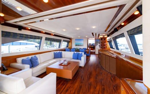 Motor Yacht Dee Dee Lee saloon
