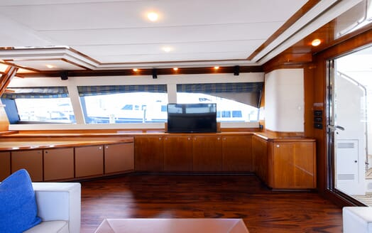 Motor Yacht Dee Dee Lee interior