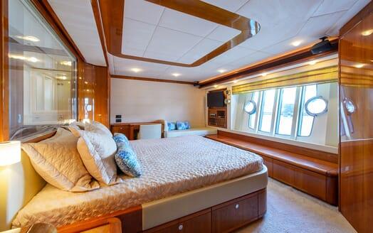 Motor Yacht Dee Dee Lee VIP cabin