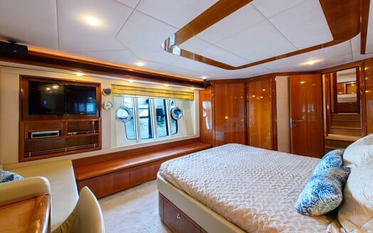 Motor Yacht Dee Dee Lee stateroom