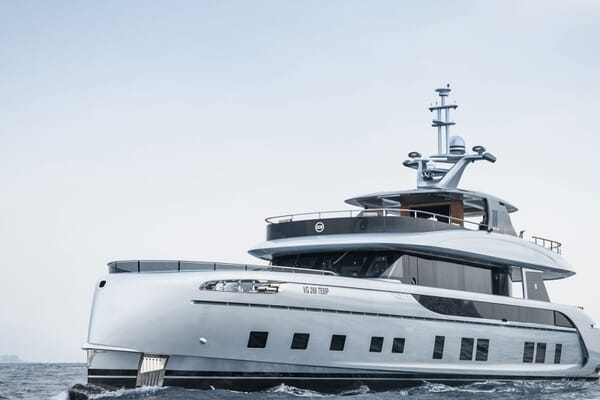 Motor Yacht 1OF7 cruising