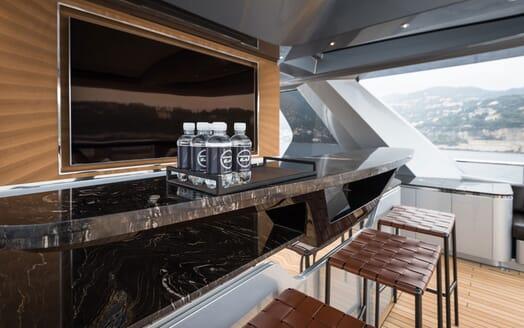 Motor Yacht 1OF7 bar