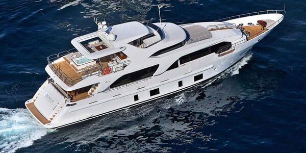Motor Yacht Novastar Underway