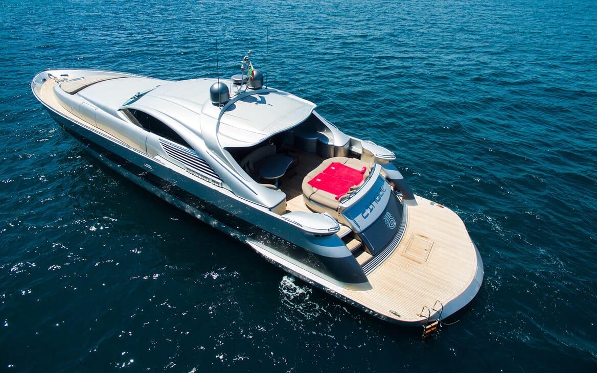 Motor Yacht Cinque anchored