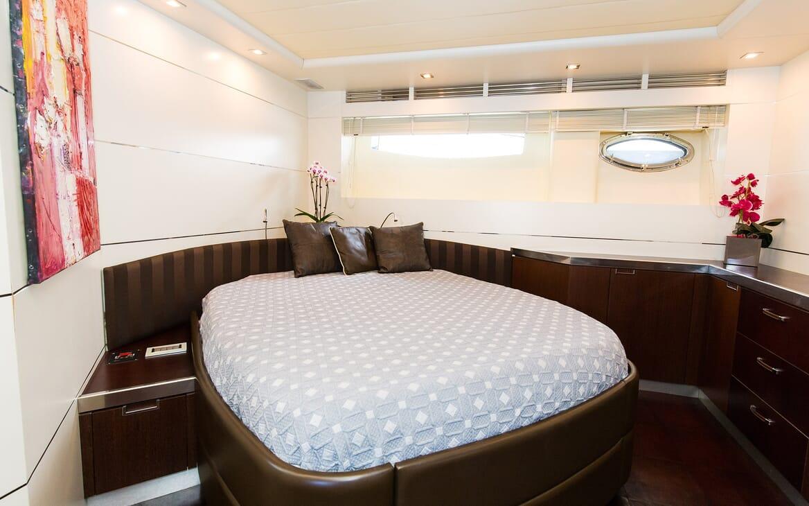 Motor Yacht Cinque master cabin