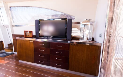 Motor Yacht Cinque living area