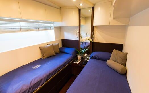 Motor Yacht Cinque twin cabin