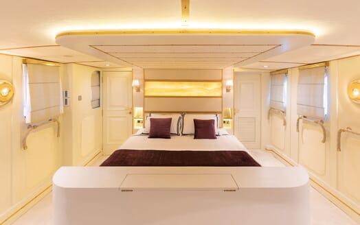 Motor Yacht KALIZMA Master Stateroom