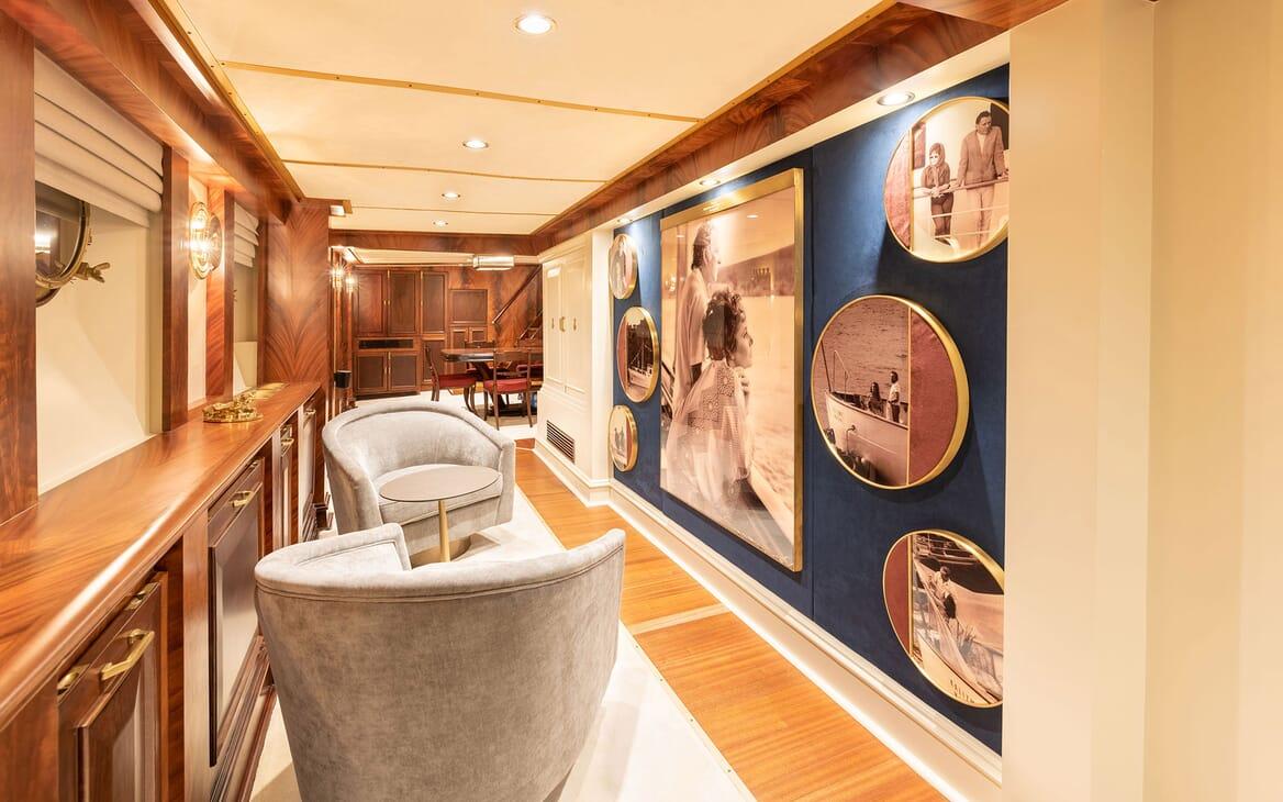 Motor Yacht KALIZMA Salon Hallway