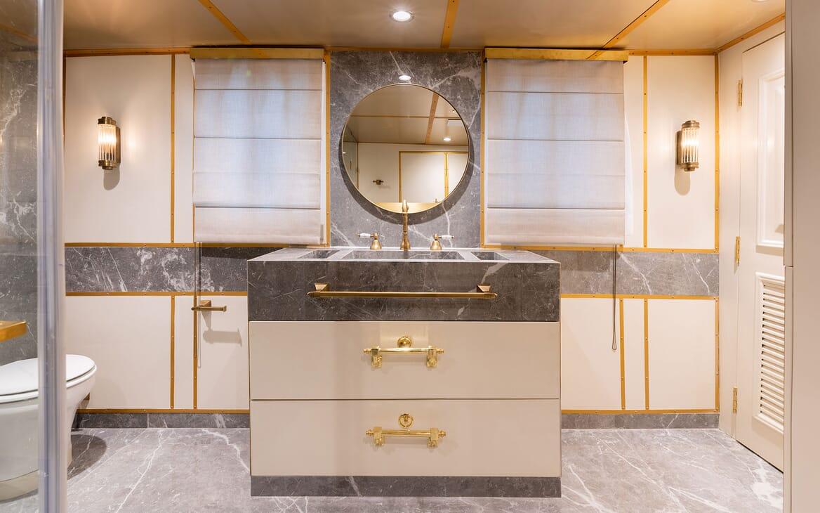 Motor Yacht KALIZMA Bathroom