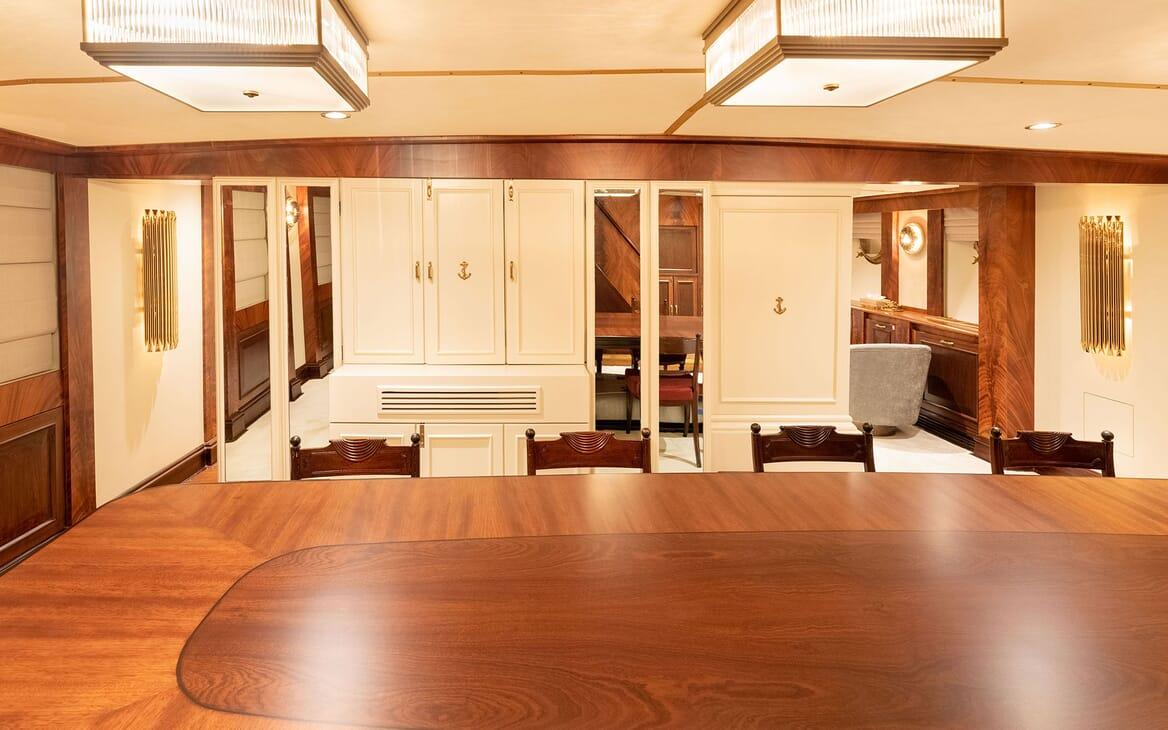 Motor Yacht KALIZMA Table