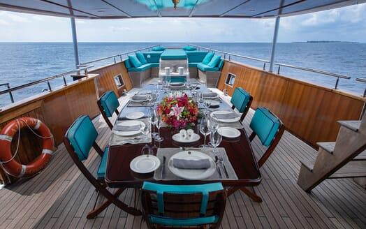Motor Yacht KALIZMA Sun Deck Dining