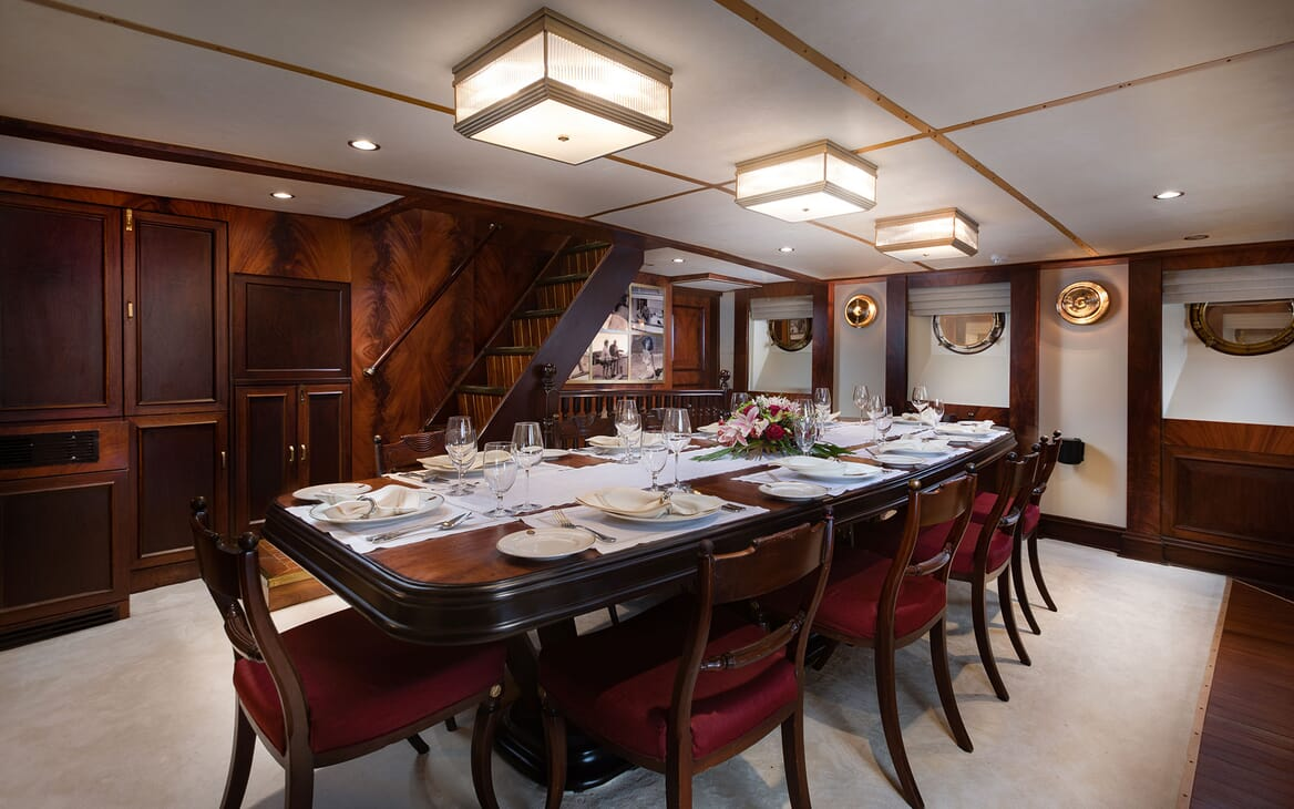 Motor Yacht KALIZMA Dining Table