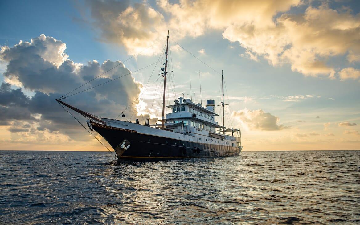 Motor Yacht KALIZMA Exterior Bow