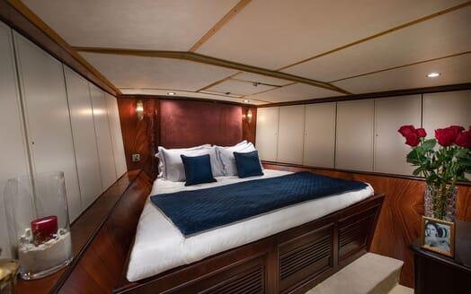 Motor Yacht KALIZMA Full Beam VIP Stateroom