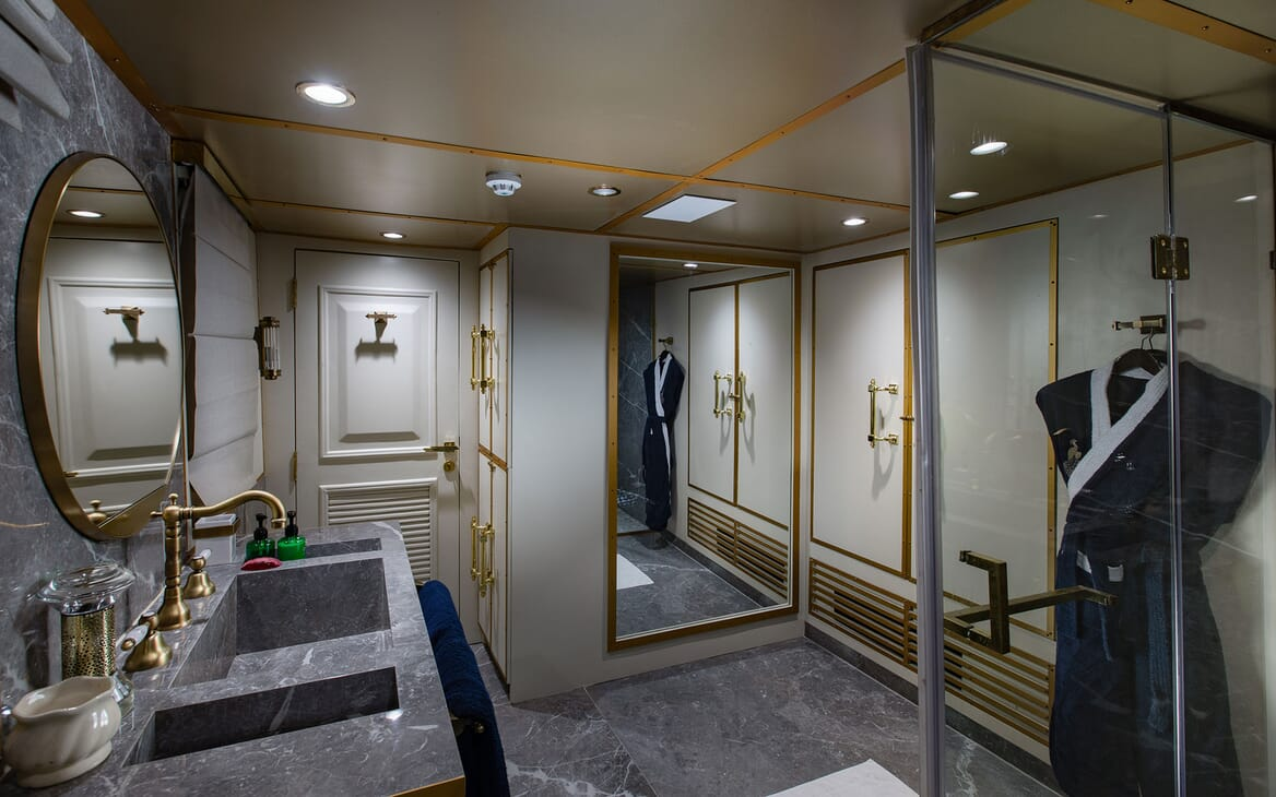 Motor Yacht KALIZMA Master Bathroom