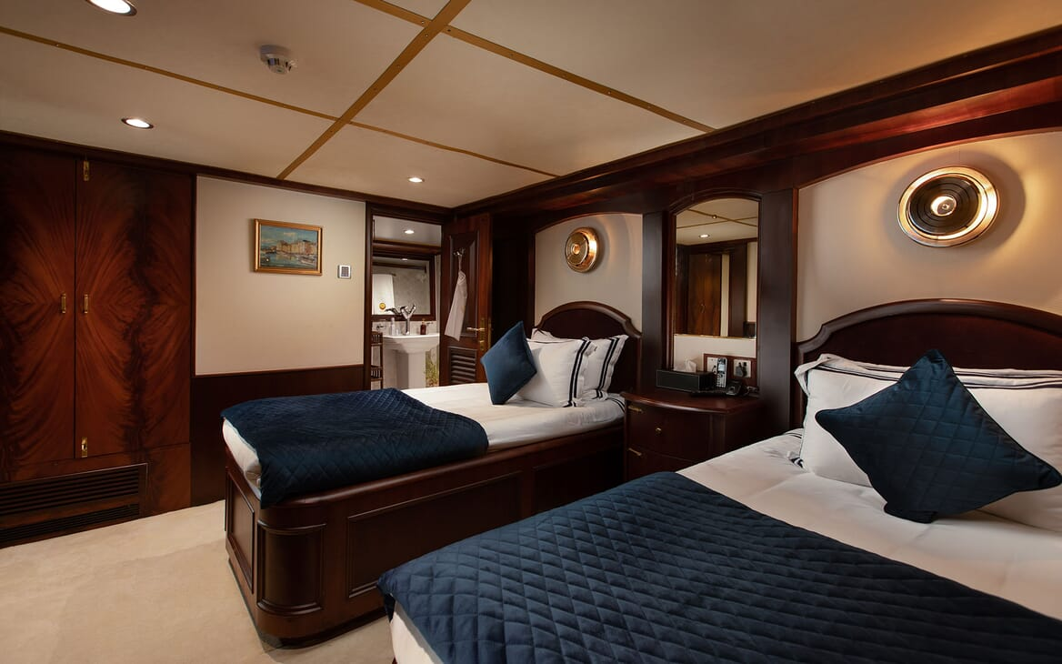 Motor Yacht KALIZMA Twin Guest Stateroom