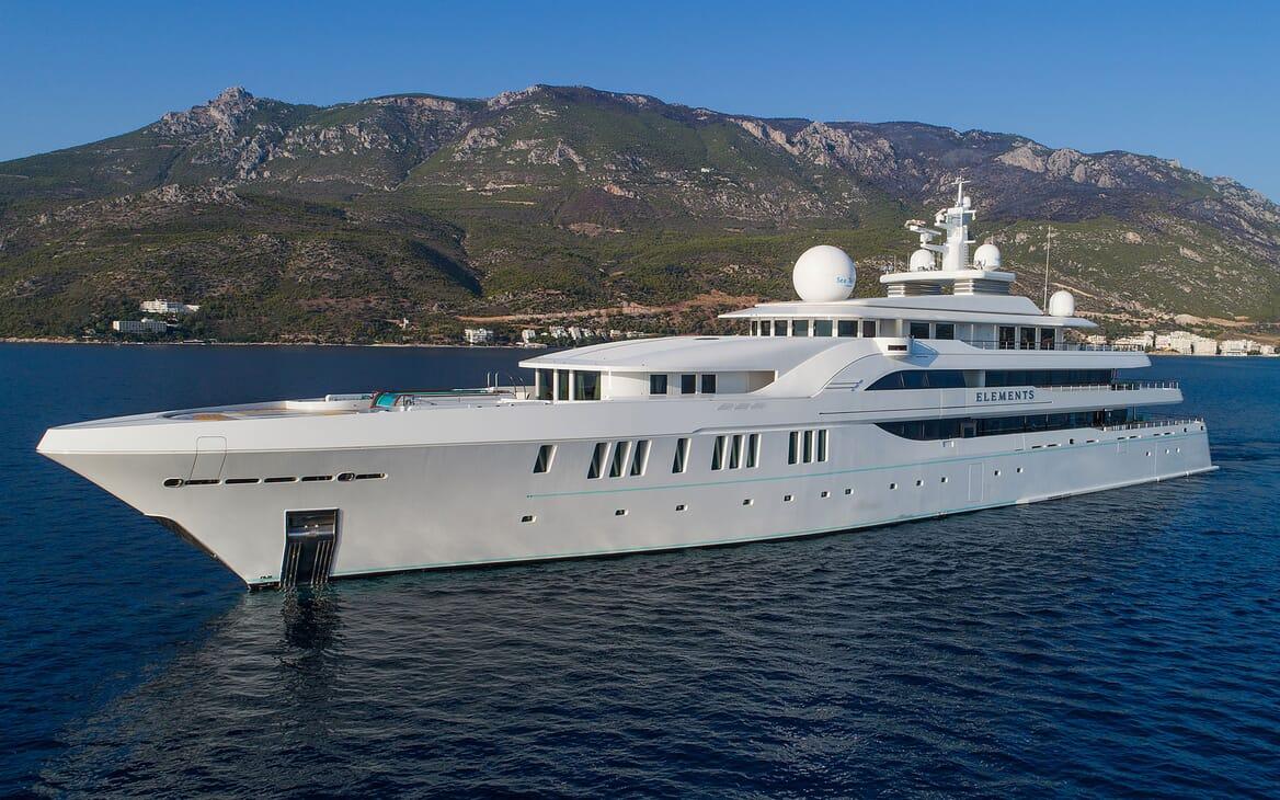 Motor Yacht ELEMENTS Bar