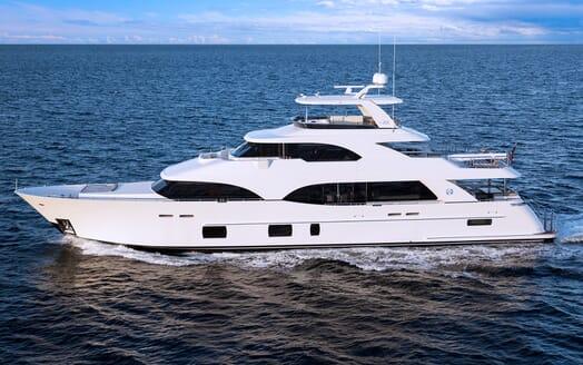 Motor Yacht Sugaray cruising