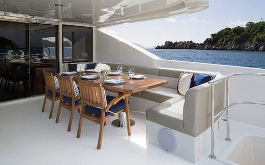 Motor Yacht Sugaray outdoor seating