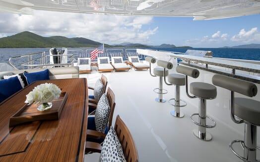 Motor Yacht Sugaray bar