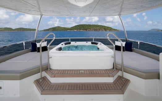 Motor Yacht Sugaray hot tub