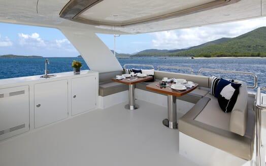 Motor Yacht Sugaray exterior seating