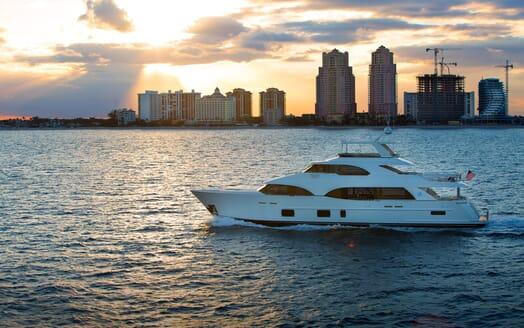 Motor Yacht Sugaray underway