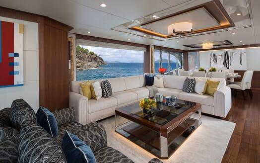 Motor Yacht Sugaray living area