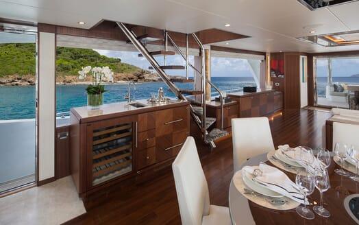 Motor Yacht Sugaray salon