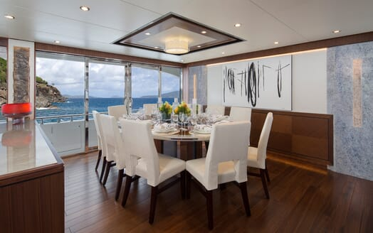 Motor Yacht Sugaray dining area