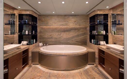 Motor Yacht Sugaray master bathroom