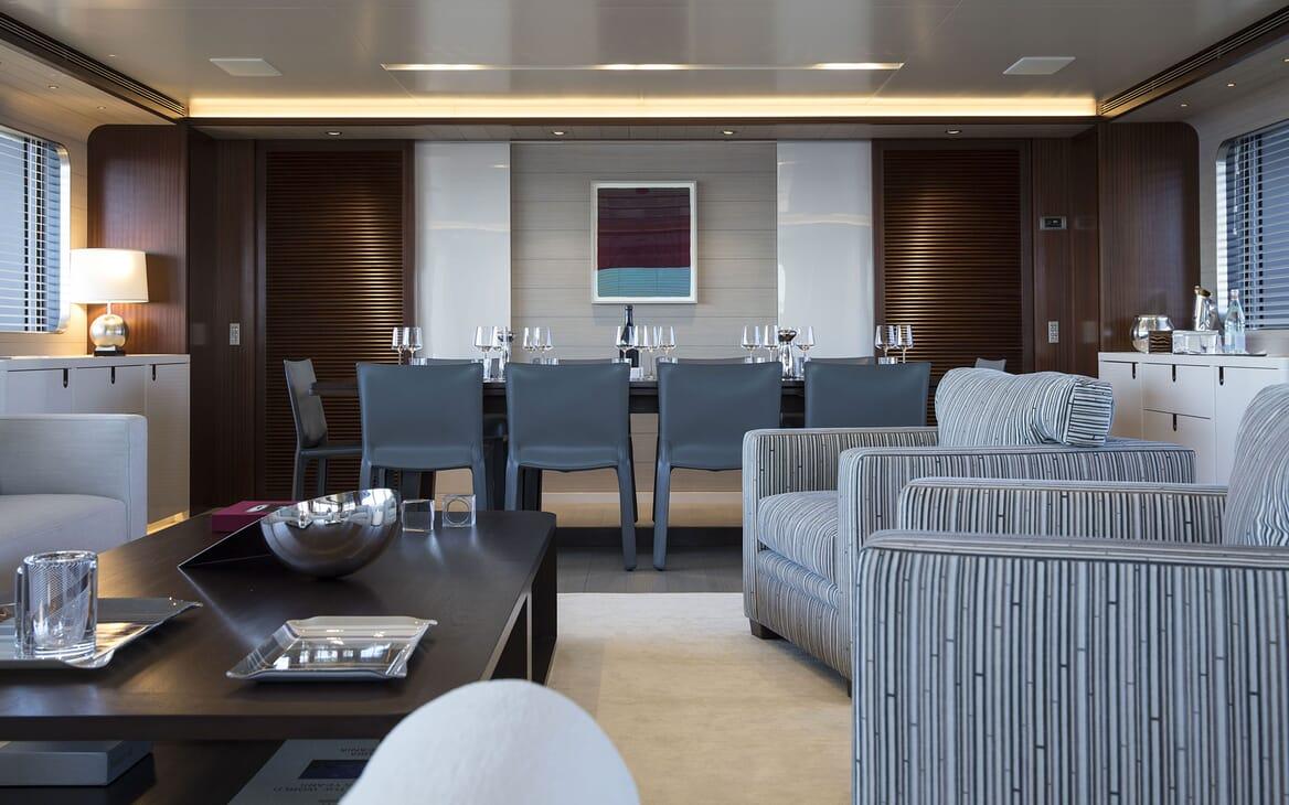 Motor Yacht MOKA Saloon Dining Table