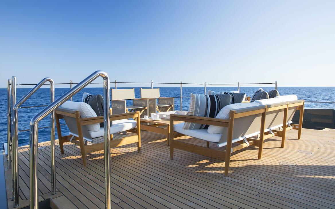 Motor Yacht MOKA Deck Seating