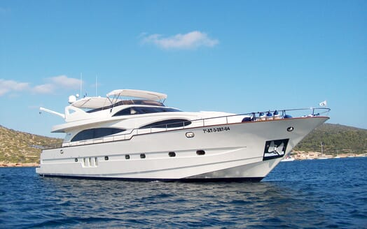 Motor Yacht Illa anchored