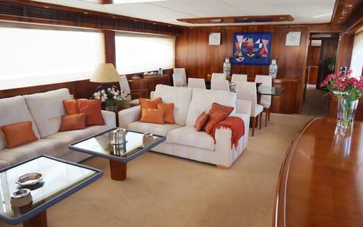 Motor Yacht Illa saloon