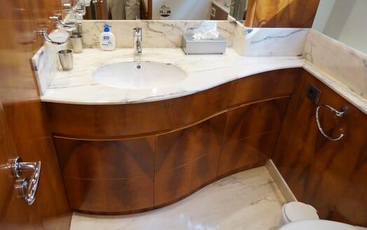 Motor Yacht Illa washroom