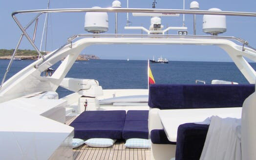 Motor Yacht Illa sundeck