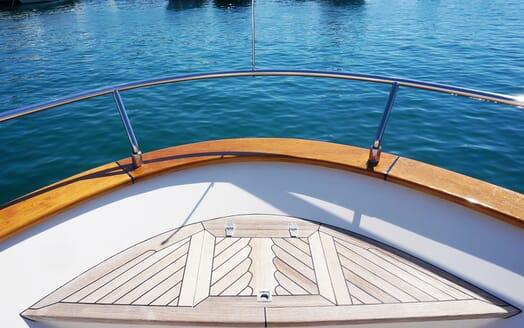 Motor Yacht Illa bow