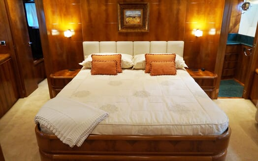 Motor Yacht Illa double cabin