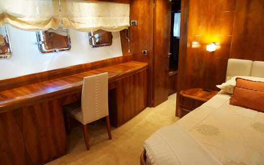 Motor Yacht Illa desk